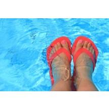 Piękne nogi? Trzeba o nie dbać nie tylko latem