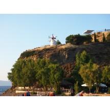Nad Anaxos, niewielką turystyczną miejscowością na północnym wybrzeżu Lesbos, góruje charakterystyczny wiatrak