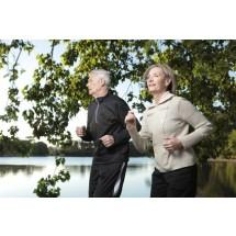 Aktywny styl życia, zdrowa dieta, badania - Polacy po 50-tce chcą o siebie dbać i cieszyć się drugą młodością