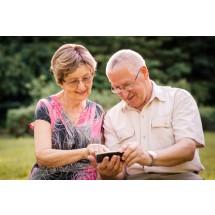 Na urządzeniach mobilnych i w laptopach instalujemy aplikacje i programy tylko ze sprawdzonych źródeł. Nie klikamy w przypadkowe linki!