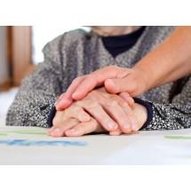 Poczucie izolacji i wyobcowania, rzadki kontakt z dziećmi, z przyjaciółmi, przewlekły stres lub przejście na emeryturę, obciążające wydarzenia życiowe, żałoba - to wszystko sprzyja depresji u seniorów.
