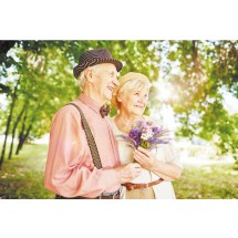 Starość przyjęło się mierzyć wiekiem kalendarzowym, choć panuje powszechna zgodność, że w żadnej innej grupie wiekowej  różnice pomiędzy osobami w tym samym wieku nie bywają tak znaczne jak w starości.