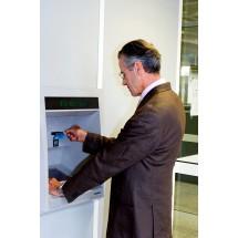 W przypadku kont rekomendowanych emerytom i rencistom, bezpłatne są zwykle wypłaty wyłącznie z bankomatów własnych banku. Za inne trzeba zapłacić.