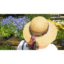 Nakrycie głowy, gdy przebywamy na słońcu, to oczywistość. Jednak w porze największych upałów lepiej unikać wychodzenia z domu