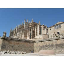 Majestatyczna, gotycka katedra La Seu góruje nad zatoką w stolicy wyspy – Palma de Mallorca