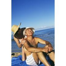 Przebywając na słońcu, co dwie godziny i za każdym razem po wyjściu z wody, należy na nowo aplikować sobie kosmetyki z filtrem.