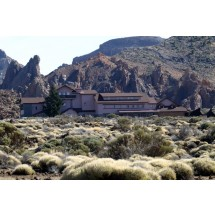 Hotel Cañadas del Teide położony jest na wysokości 200 metrów n.p.m. i oferuje zapierające dech w piersiach widoki. Osoby, które interesują się astronomią mogą korzystać z 2 hotelowych teleskopów.