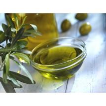 Do pielęgnacji skóry można używać oliwę i oleje spożywcze – np. olej z awokado, siemienia lnianego, orzechów macadamii czy modny ostatnio olej w korzenia łopianu.