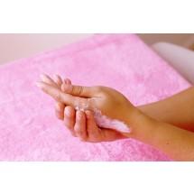 Dłonie są papierkiem lakmusowym starzenia się. Należy o nie szczególnie dbać.