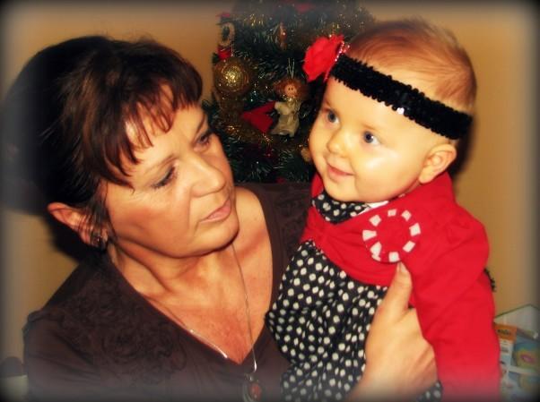 Milenka i jej babcia w Wigilię.