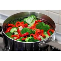 Najlepiej, żeby codzienna dieta bazowała na warzywach, owocach i rybach.