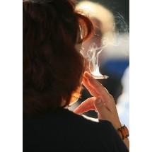 Kobiety, które palą papierosy na ogół wcześniej od niepalących przestają miesiączkować.