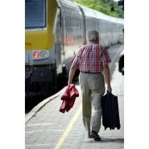Nie wszyscy emeryci wiedzą, że za darmo mogą mieć prawo do skorzystania dwa razy w roku z 37-procentowej zniżki na bilet kolejowy.