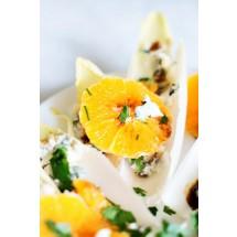 Sałatka z cykorii i mandarynek z serem pleśniowym