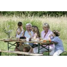 Na piknik z wnukami nie trzeba brać słodyczy, żeby był udany.