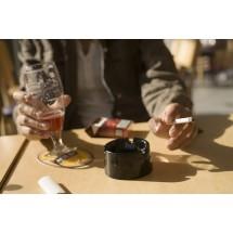 Zarówno stres, obniżony nastrój, jak i przewlekłe zmęczenie przyspieszają proces wygasania czynności hormonalnej. W pewnym wieku trzeba też ograniczyć picie alkoholu i przestać palić papierosy!