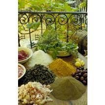 Żeby zmniejszyć w swojej kuchni zużcie soli, trzeba poeksperymentować z różnymi przyprawami ziołowymi. Nie zapominajmy też o cytrynie, którą można wydobyć smak potrawy.