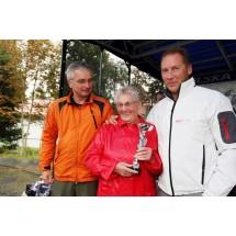 """Prezes Polskiej Federacji Nordic Walking Olgierd Bojke, Bernardyna Sumara """"Babcia"""" i Prezes Międzynarodowej Federacji Nordic Walking Aki Karithala"""