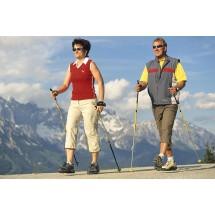 Ponieważ Nordic Walking uprawia się na świeżym powietrzu, w trakcie chodu organizm wytwarza beta endorfiny, zwane hormonami szczęścia.