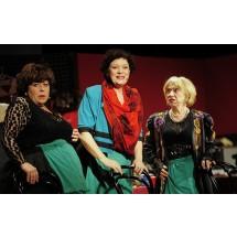 """Spektakl  """"Klimakterium...i już""""  autorstwa Elżbiety Jodłowskiej nie schodzi z afisza od lat. Pokazuje, że objawy klimakterium nie są wstydliwe i można do nich czasem podejść z poczuciem humoru."""