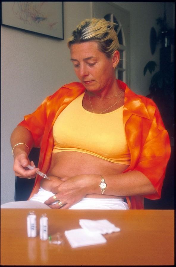 Osoby chorujące na cukrzycę powinny poszerzać swoją wiedzę na temat choroby, zapobiegania powikłaniom i prawidłowego odżywiania się.