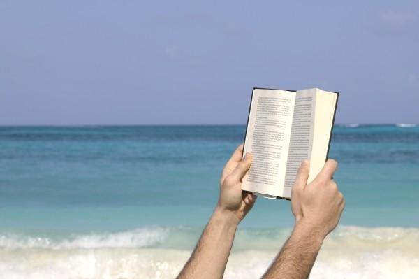 Pierwszym sygnałem nadwzroczności jest konieczność odsuwania książki czy gazety od oczu, bo tekst rozmazuje się, gdy jest za blisko.