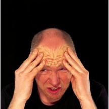 Bóle głowy pochodzą ze ściany tętnic i żył, opon mózgowych, okostnej, tętnic skroniowych, gałek ocznych, nerwu trójdzielnego, zębów, mięśni czaszki i górnej części kręgosłupa szyjnego. Przyczyn bólów głowy jest wiele.