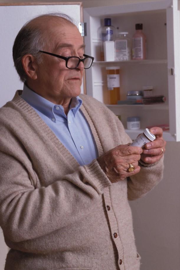 Ważne, by w porę uzupełniać zapas preparatów stosowanych w leczeniu chorób przewlekłych. Co jakiś czas trzeba też sprawdzić czy żadne leki nie przeterminowały się.