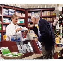 Każdy aptekarz powinien poinformować pacjenta o możliwości kupienia tańszego zamiennika leku przepisanego przez lekarza.