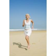 Spacery, niezbyt forsowny bieg, jazda na rowerze, pływanie to najlepsze sposoby zapobiegania problemom z żyłami
