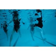 Gimnastyka w basenie to jedna z najbardziej korzystnych dla stawów aktywności fizycznych, nie tylko dla osób z nadwagą