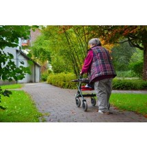 Kiepska opieka zdrowotna i samotność to główne problemy polskich seniorów