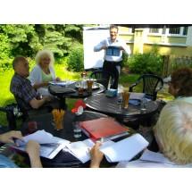 Salvatore De Bello ze swoimi kursantami z Ośrodka Pomocy Społecznej na Ursynowie